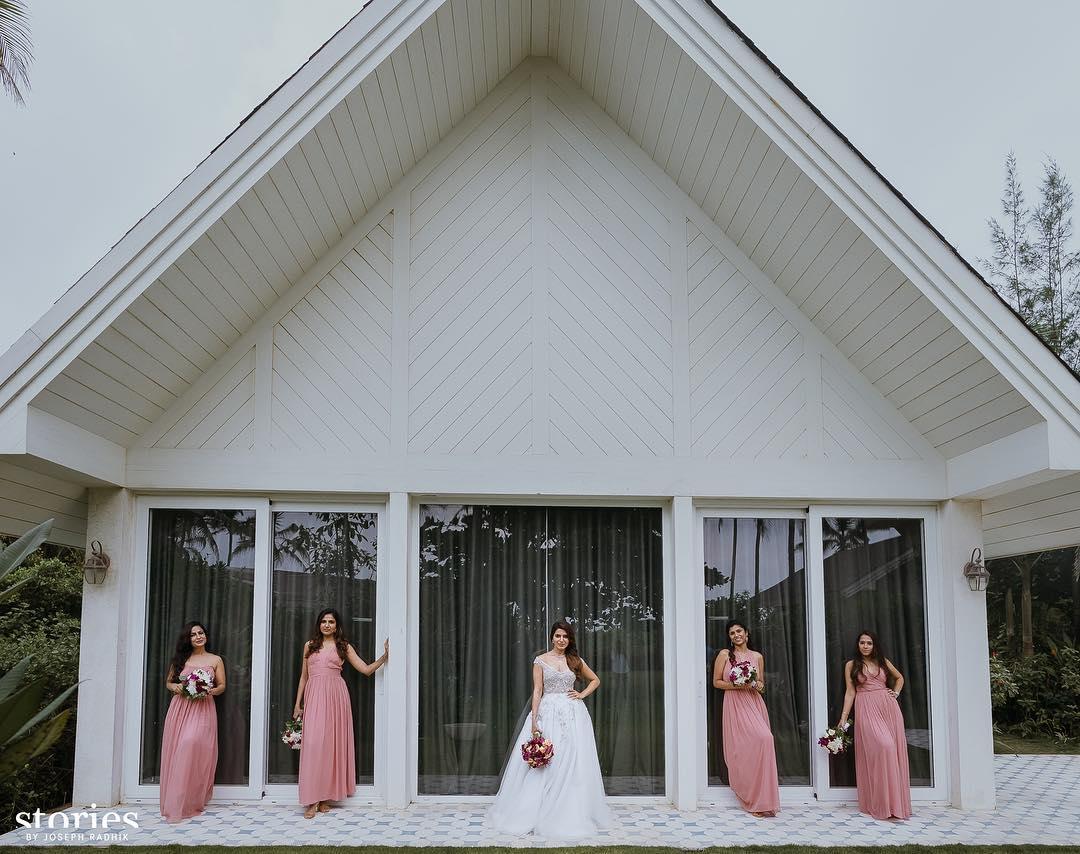 Our beautiful #Bride #SamanthaAkkineni with her frnds @Samanthaprabhu2 #ChaySamWedding pic<br>http://pic.twitter.com/wlSbuK8FBB