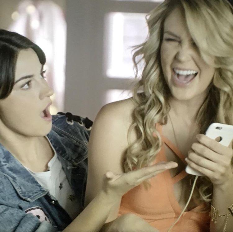 Renée @MaiteOficial y Kika @_veronicamontes #PapáATM 😮🤣💜 guapísimas!!...