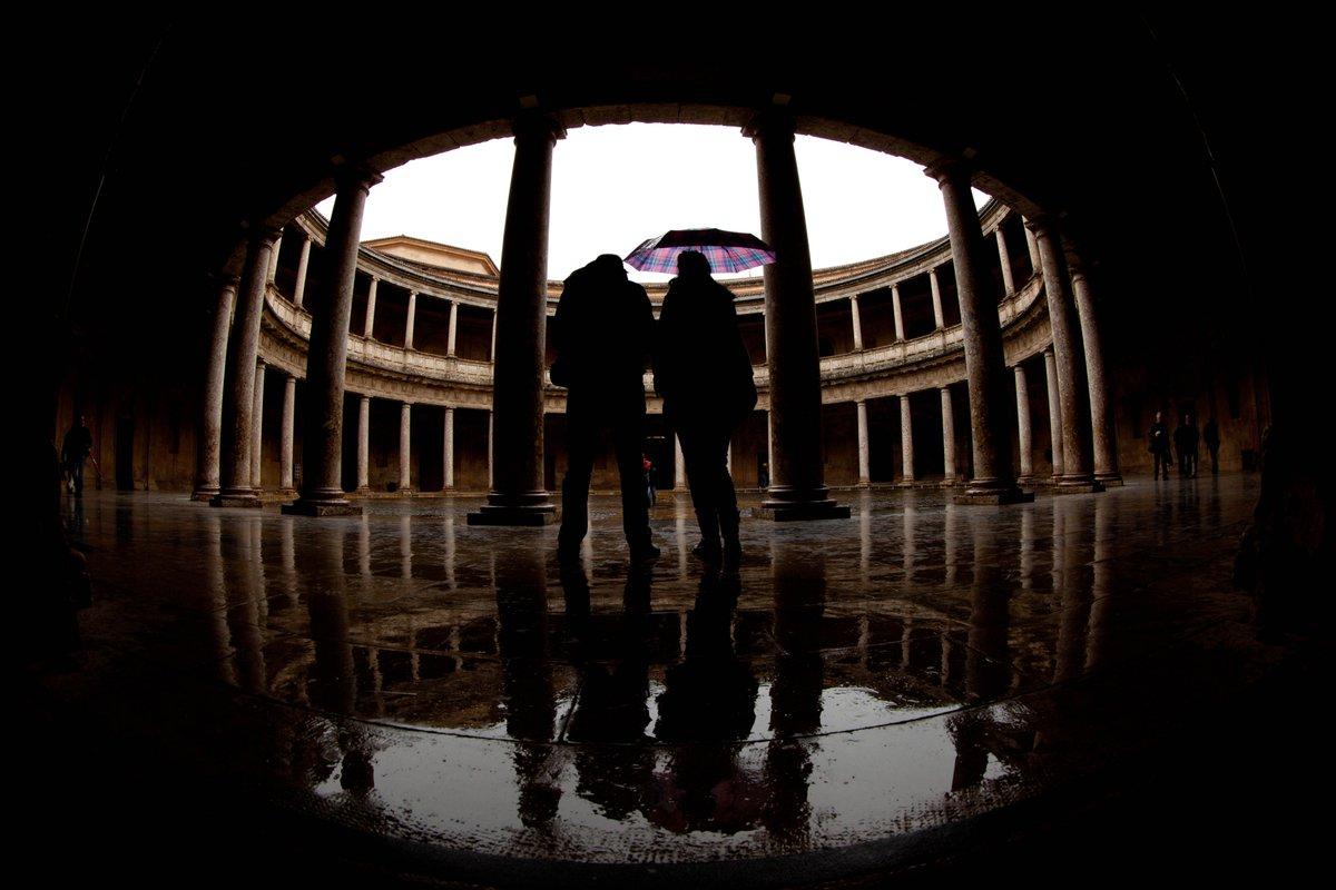Otra postal de la Alhambra, con #lluvia. En el Palacio de Carlos V. ht...