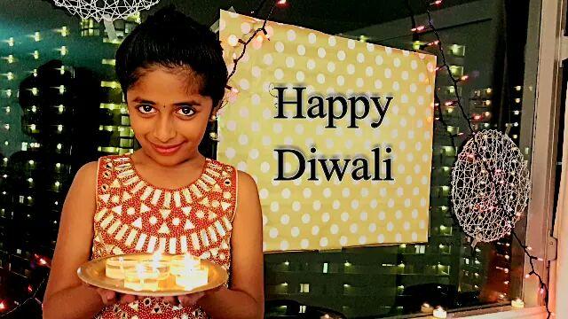 Happy #MersalDiwali  2017 | Festival of lights @actorvijay @Atlee_dir   #Praniti #PranitiOfficial #ActorVijay #Mersal  #MersalRocks #HappyDay <br>http://pic.twitter.com/udx97RSbOn