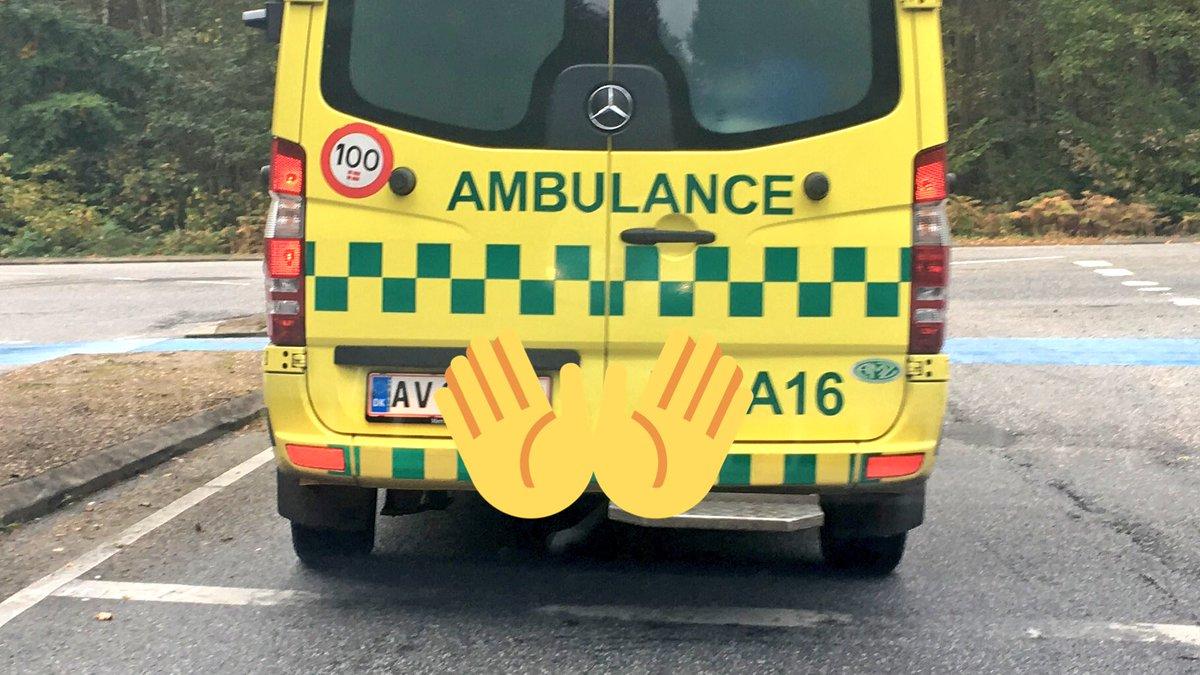 Det er egl en meget passende nummerplade til en ambulance... #av #make...