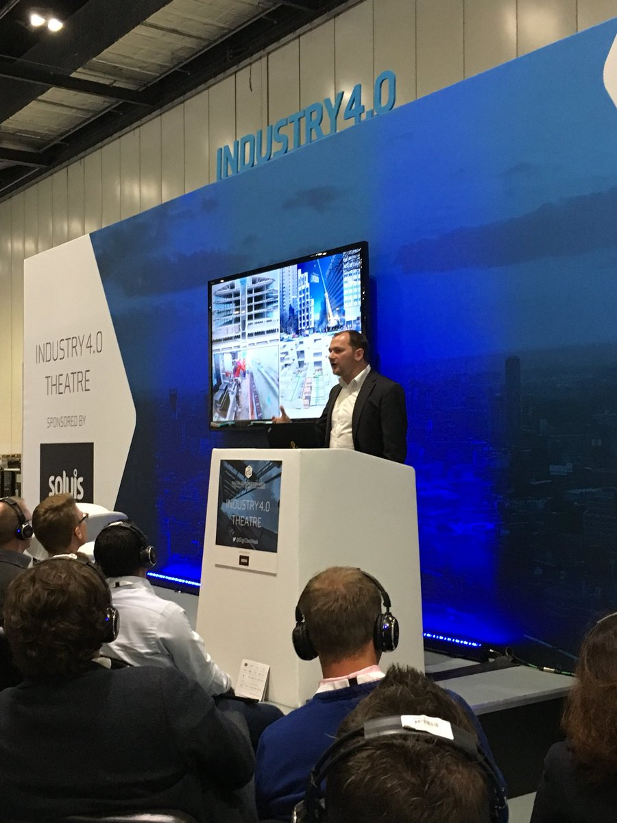 Crowd favourite @leeroyb talking explaining the difference between #digitisation and #digitalisation. #DCW2017<br>http://pic.twitter.com/SUTPj70aDq