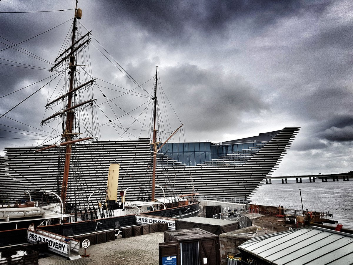 Waiting for Kengo Kuma arriving to view @VADundee for first time since coffer dam removed. #kengo #Dundee <br>http://pic.twitter.com/N6AL2d5h8z