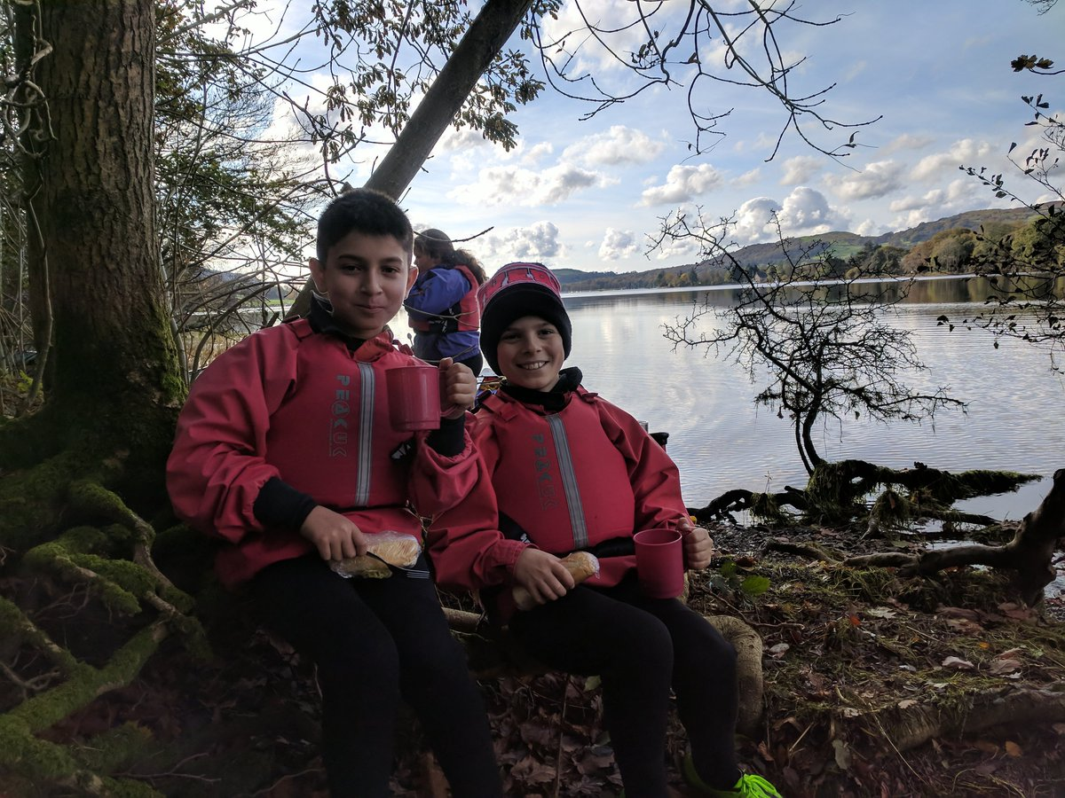Canoeing to the end of the lake, hot chocolate on a fire and amazing sandwiches. #thurston #Langdale <br>http://pic.twitter.com/k3kMhVimI0