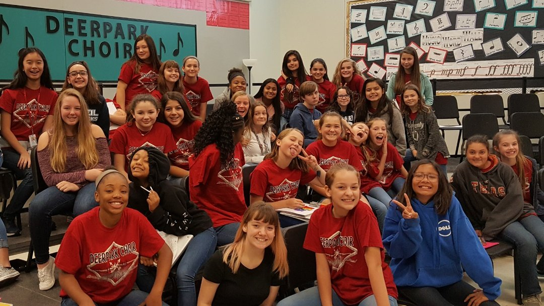 What a feeling to start a #walkthrough and lose track of time @DeerparkMS #choralwomen are so talented! @rrisdfinearts #RangerPride<br>http://pic.twitter.com/ZMjjttsDiW