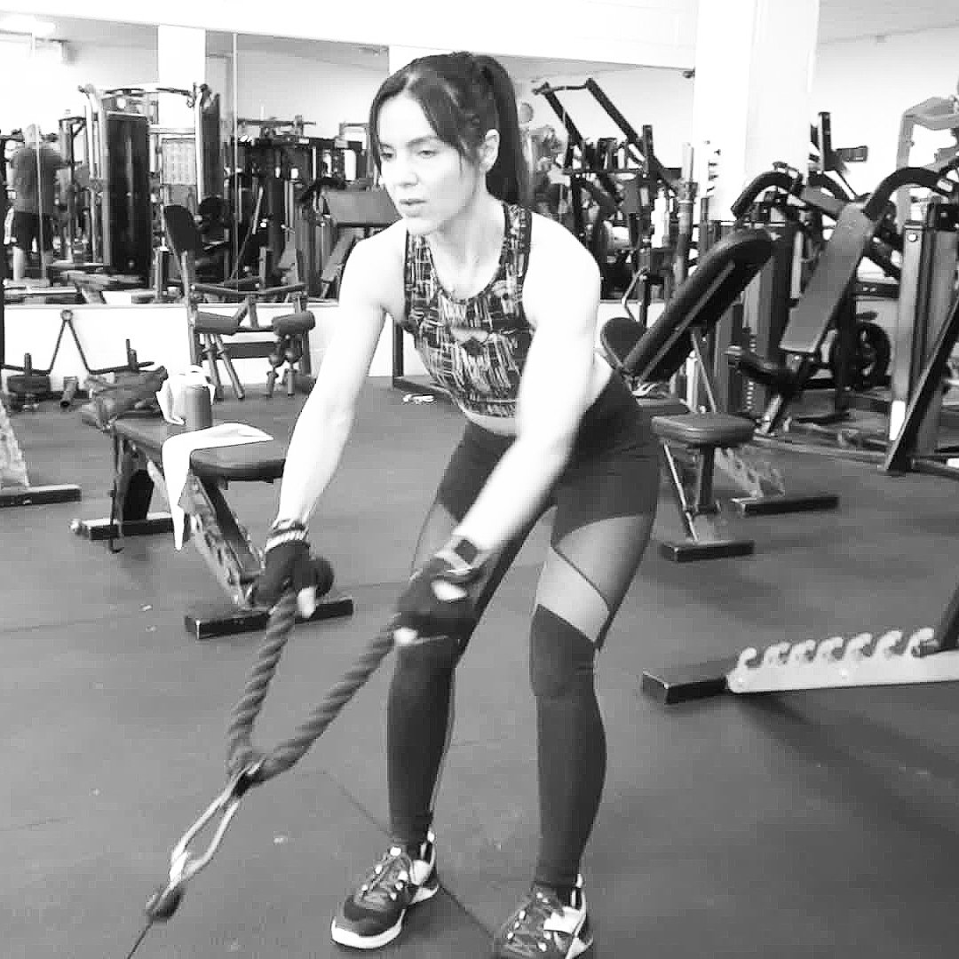 Low rope cable pulls, superset with cable reverse lunges + press-ups. Gotta love a superset. Esp when it&#39;s a triple  #fitness #gainz <br>http://pic.twitter.com/GXgiZLSzYY