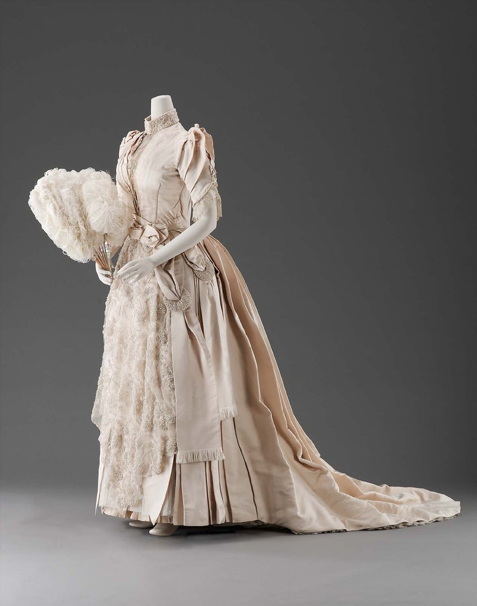 #weddingwednesday 1889 @mfaboston gown. Silk, net and bobbin lace decorated with pearls, with a pleated skirt and short train.<br>http://pic.twitter.com/yDi7aDaNqc