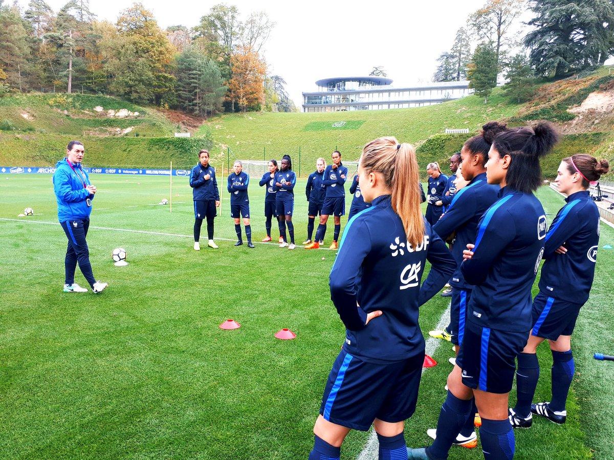 Équipe de France féminine de football DMbHlDjXUAA22ij