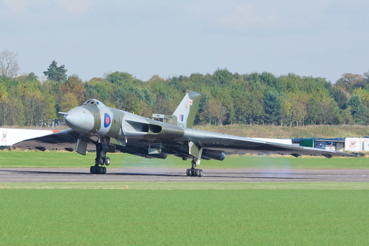 #OTD - What a landing in #XH558 - as smooth as silk. Not bad for a Test pilot who had not flown a Vulcan for years!  #pilot #admiration<br>http://pic.twitter.com/ZCHclNeWVT