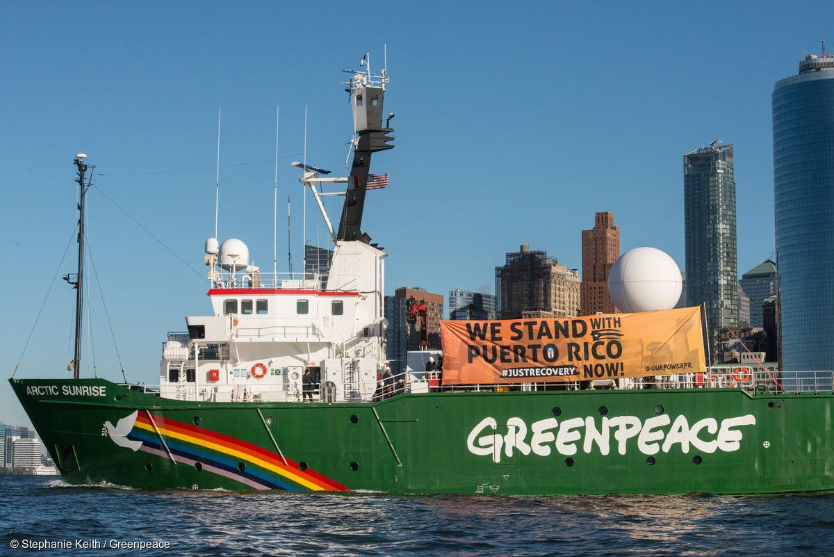 While @realDonaldTrump tweets divisive nonsense, @Greenpeace aids the victims of #climatechange charged hurricanes in #PuertoRico. <br>http://pic.twitter.com/RntAIesJRZ