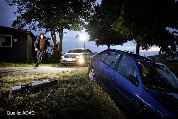 RT @feuerwehrmag: 7 Schritte: Richtiges Vorgehen für #Ersthelfer bei #Verkehrsunfällen. https://t.co/b2Hmtek7is https://t.co/nnao4T0N1B