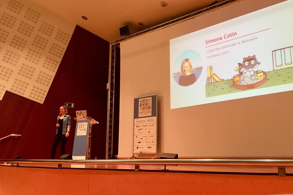 Code and deploy #Angular to the cloud by @simona_cotin from #Microsoft at #PloneConf2017<br>http://pic.twitter.com/ITRcEUhLIq