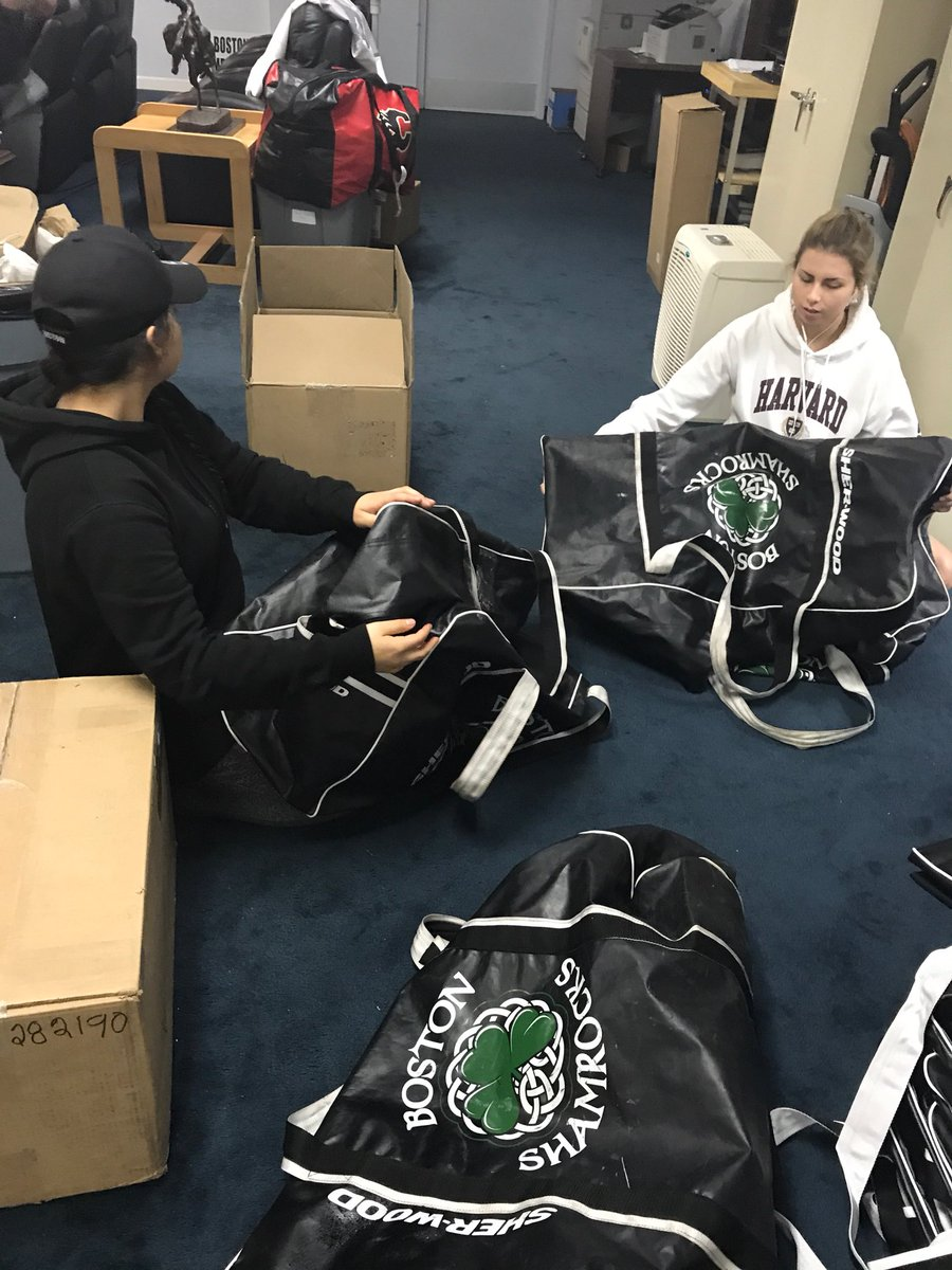 Shamrocks gear headed north to youth in need!! #giving #nothingisheavywhenwealllift @bunntrechelle @taynyctom @JuliannaAlbert4 @keyaralea<br>http://pic.twitter.com/6tJa7W6vsU