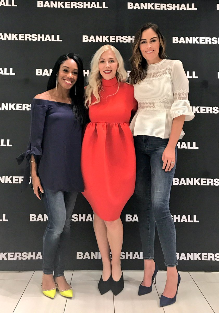 Another fab #canada150  event @BankersHall to celebrate beauty @katrinaolson! @BlusWomensWear and the lovely pieces of #maisonmariestpierre!<br>http://pic.twitter.com/rFZiPmJ7Lp
