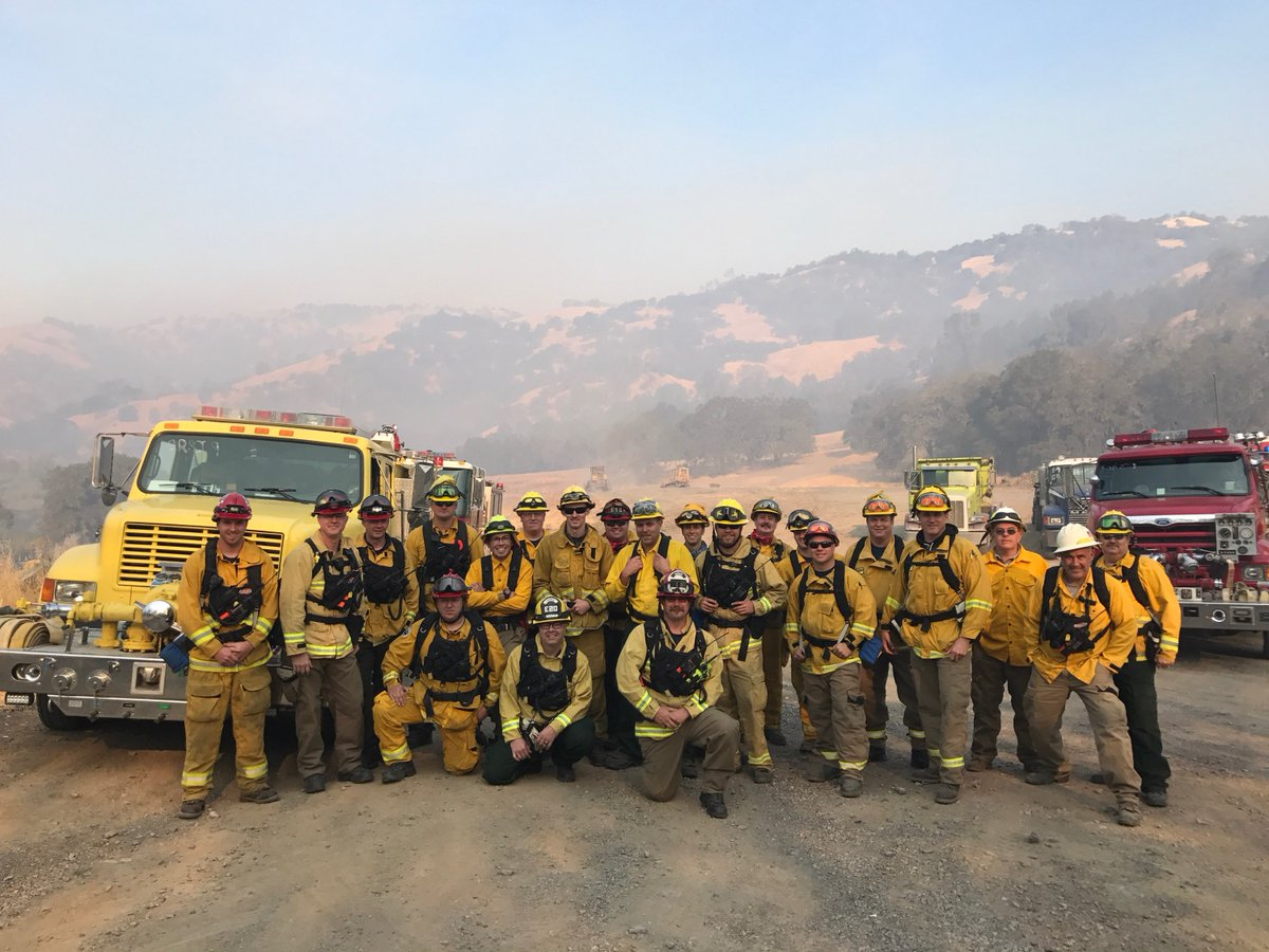 They came a long way from home to help their neighbor fight the wildfires. #MutualAid. Thank you #Oregon! <br>http://pic.twitter.com/L3uX8CMZ0J