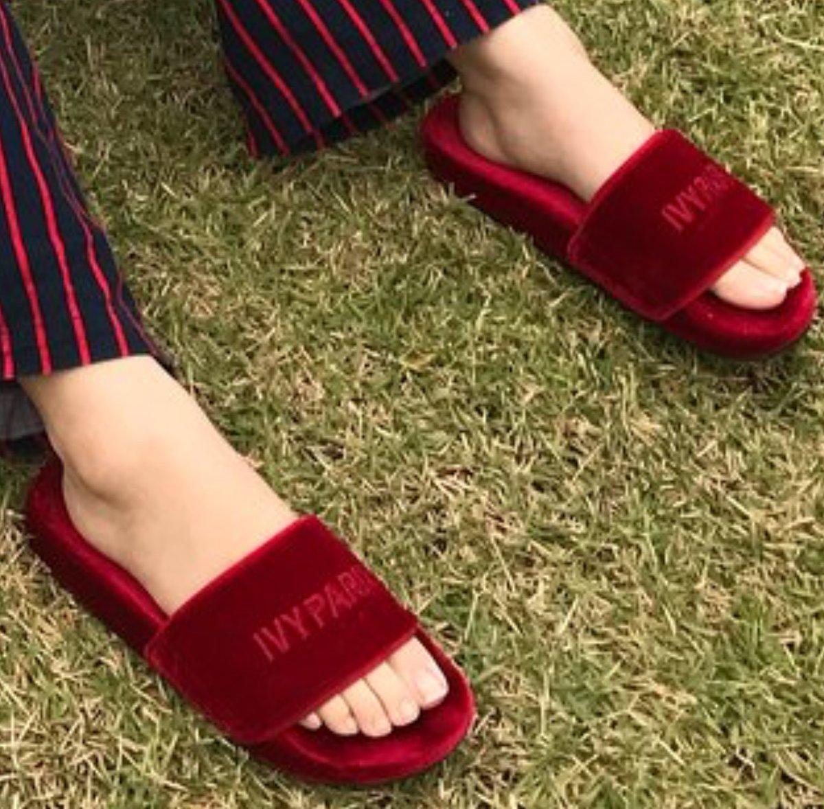 75f72f68409 Yerim is wearing IVY PARK Red Velvet slippers by  Beyoncépic.twitter.com xeK5pqo61m