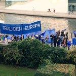 Danke @PulseofEurope für den Blick auf #Europa vom Balkon! Für uns nach wie vor sehr wichtiges Thema in den #Sondierungen.