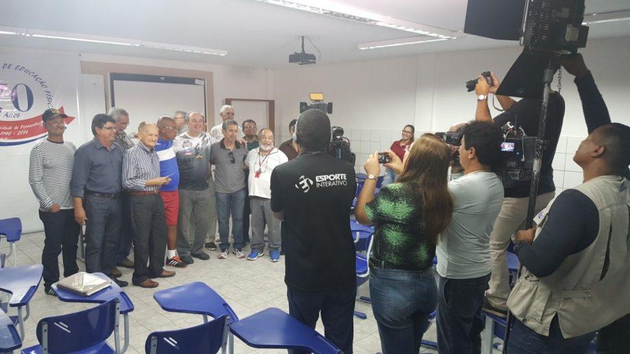 .@LevirCulpi é homenageado pela Universidade de Pernambuco  https://t.co/SUNaeqN6Rg