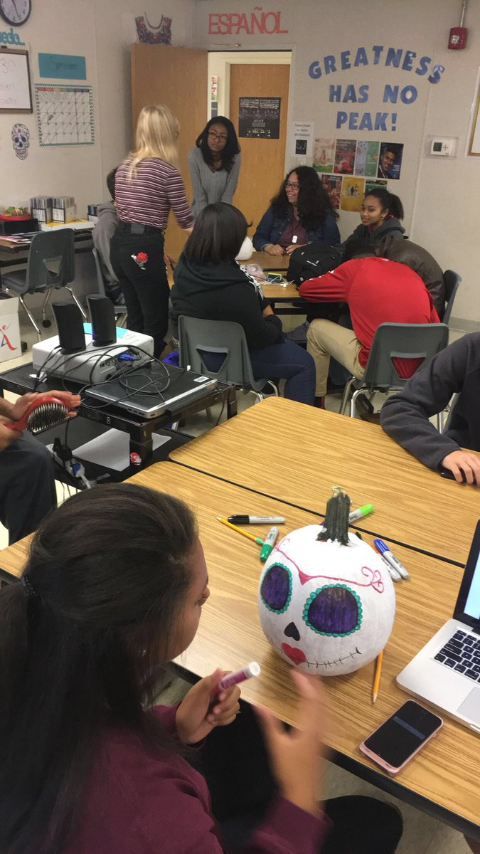 Pumpkins are in the works! @STEAMhigh  #pbl #fuerzamexico  #diadelosmuertos #dayofthedead #calavera #calbazas<br>http://pic.twitter.com/t5ofB0IyA1