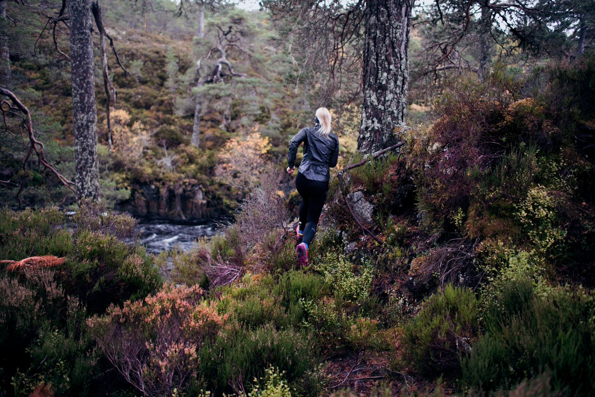 Some striking autumnal colours in the latest photos from @Ness_Knight&#39;s #Scotland trip.  Here she is #trailrunning in Glen Affric. <br>http://pic.twitter.com/zRNSmi80Qf