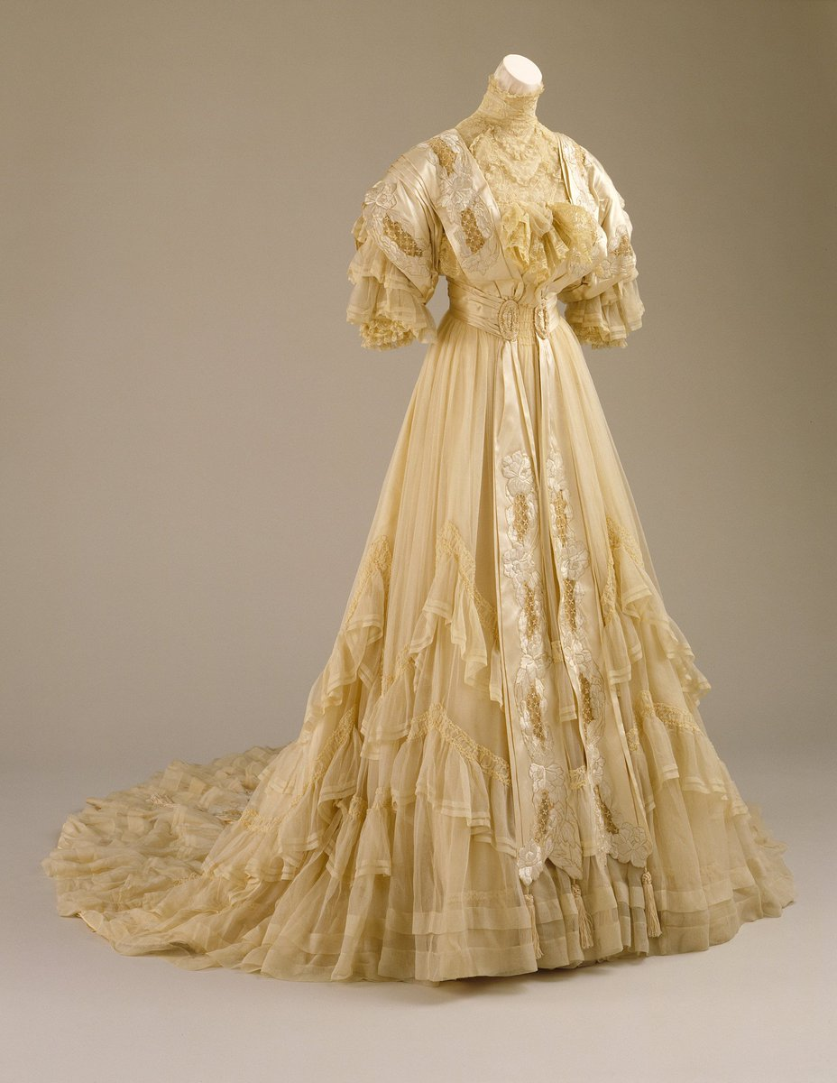 #WeddingWednesday: Soft, elegant silk chiffon 2 piece wedding ensemble (bodice &amp; skirt) 1894, American More:  http:// collections.lacma.org/node/238552  &nbsp;   @LACMA<br>http://pic.twitter.com/aUYVLQDbvK