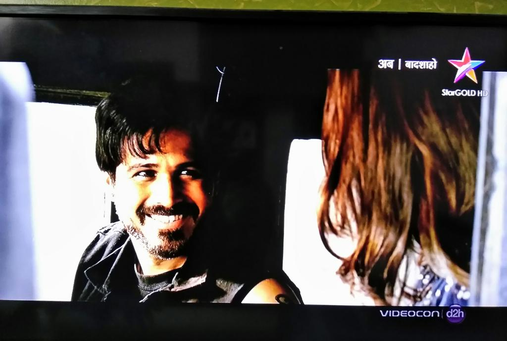 #HappyDiwali  #Baadshaho on  @StarGoldIndia    @emraanhashmi Rocks as Dalia<br>http://pic.twitter.com/mSDzVTTNA8