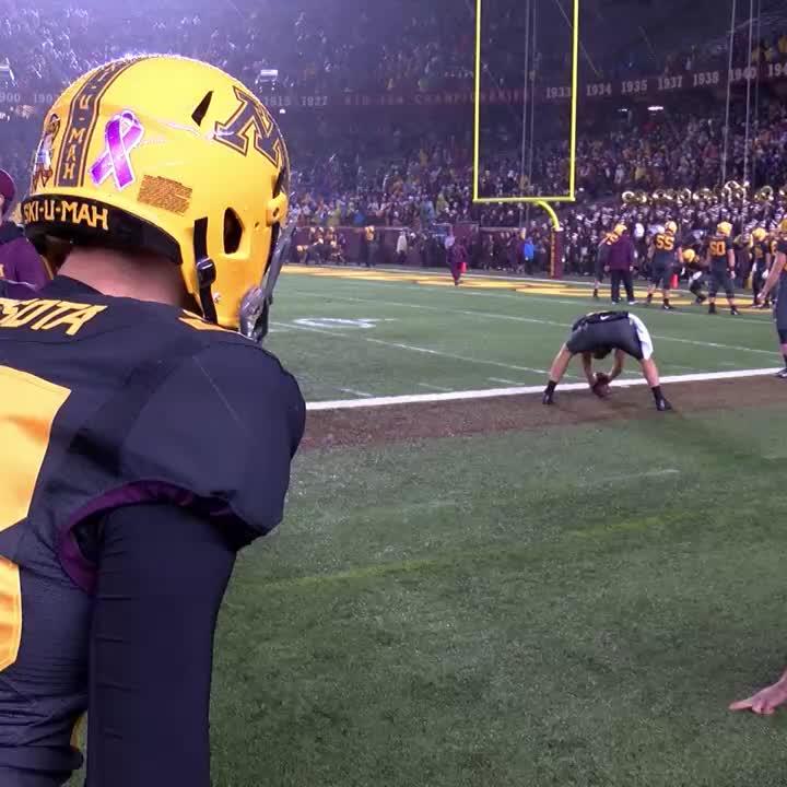 Tough angle?  There's no angle too tough for @Mit_Carp, @GopherFootbal...