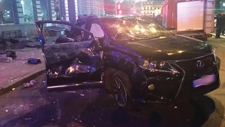 Ukrayna'da araç kalabalığa daldı: 6 ölü - https://t.co/WKD19KySJ6 http...
