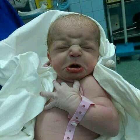 يبدو إن الطفل ده اتولد في عهد السيسي.. #وزي_ما_المثل_بيقول  #الستات_عا...