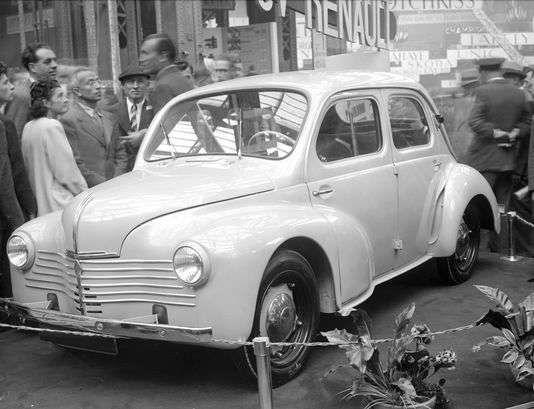 test ツイッターメディア - Présentation de la Renault 4CV lors du Salon de l'automobile à Paris, 1946 #histoire https://t.co/kk8o28unQs