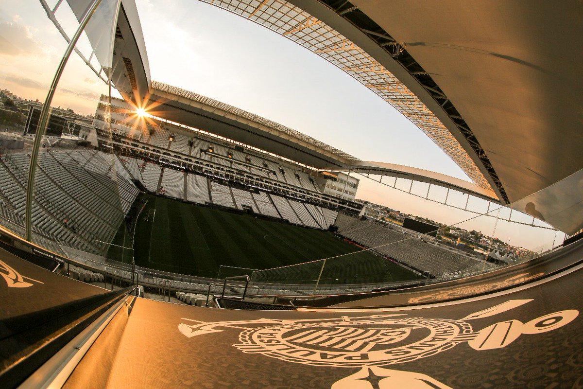 Que pôr do sol muito louco na @A_Corinthians! 🌇  📸 Bruno Teixeira  #CORxGRE #VaiCorinthians