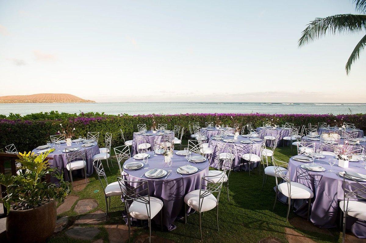 Please spend your wedding day in tropical Honolulu for the ideal destination wedding.  http:// bit.ly/kiww-destinati ons &nbsp; …  #WeddingWednesday <br>http://pic.twitter.com/jAmkN82rpw