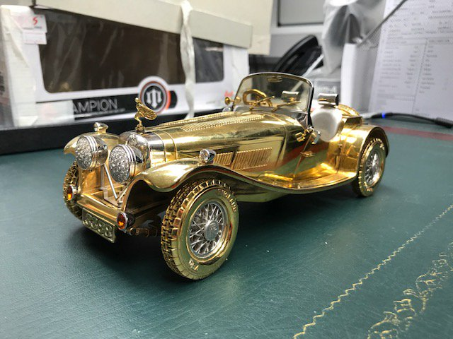 Stunning solid 18ct gold model of a @RollsRoyce set with #diamonds brought in to our #HattonGarden store. What would you value it at?<br>http://pic.twitter.com/w1WXr8ebcZ