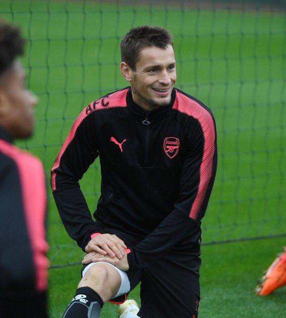 [#UEL🏆] Wenger a convoqué pour la première fois de la saison dans le groupe pro Mathieu Debuchy pour Etoile Rouge de Belgrade - Arsenal.