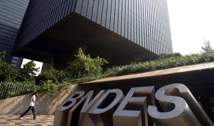 Do @portaljovempan: CPI do BNDES aprova requerimento para convocar irmãos Joesley e Wesley Batista https://t.co/xKESW71FnA