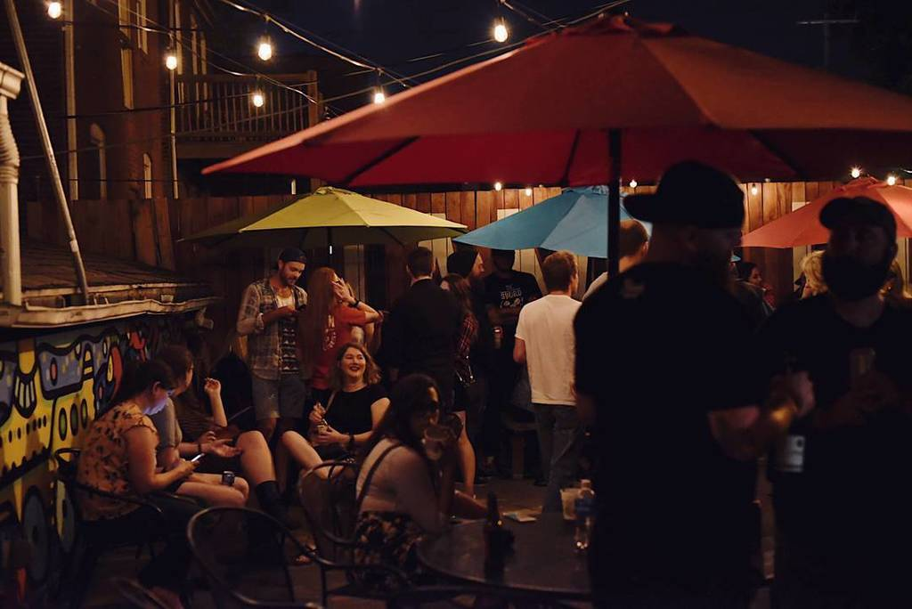 Join us on the patio on these beautiful cool nights here at Handlebar!  Located in the heart of the Grove!  #haps #thegrovestl<br>http://pic.twitter.com/urn3lULuwz
