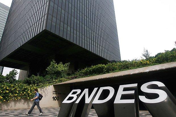 O Tribunal de Contas da União calcula em mais de R$ 300 milhões os prejuízos do BNDES ao financiar uma operação de 2008 da JBS nos EUA.
