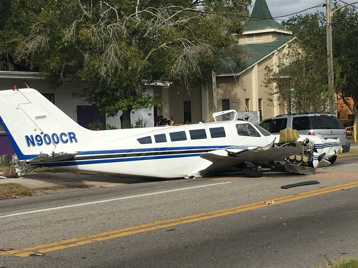 The 1978 #Cessna 402B that crashed was owned by Noble Charter Inc. out of Opa Locka in Dade County. It is a fixed-wing, multi-engine plane. <br>http://pic.twitter.com/zyRJUoa2Ij