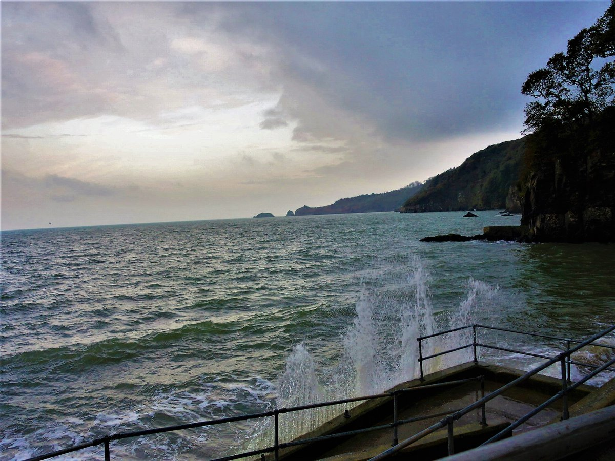 The #sun did a disappearing act this evening, but still lovely with an invigorating choppy #sea by #Saundersfoot #Harbour.  @ItsYourWales<br>http://pic.twitter.com/ihLkbHGeAT