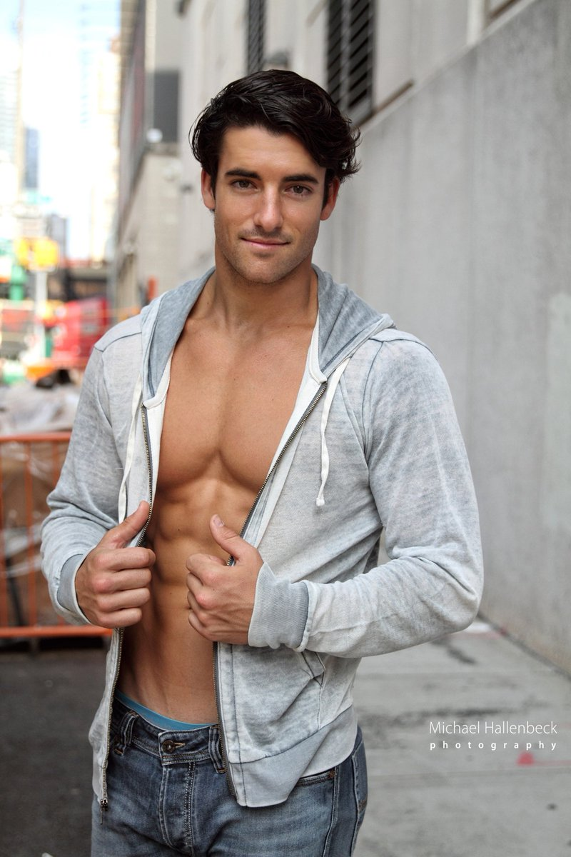 It&#39;s officially hoodie weather! Question is: can you rock one like actor Jennings Brower?? #actor #Hollywood #Superman  #abs #chestday #PECS <br>http://pic.twitter.com/J9ElcbkuHG