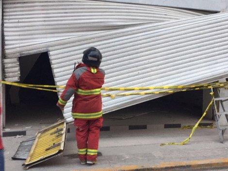 Se desploma techo de edificio en #Veracruz; deja 3 heridos https://t.c...