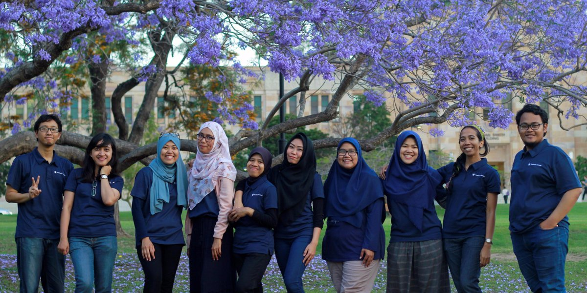 How do you prepare for end of year exams? Take a note from these #AustraliaAwards scholars at #UQ, enjoying a break on campus. <br>http://pic.twitter.com/fQwtDQUWlB