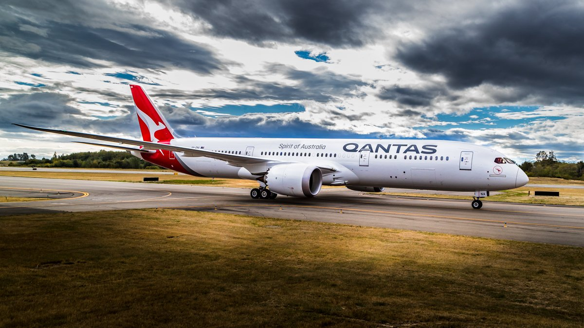 @Qantas' #Boeing Dreamliner on track to fly into Aus tom, a reminder to all drone operators that the Sydney Harbour is restricted airspace