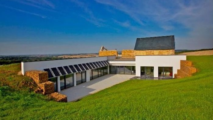 Striking contemporary passive house hides underground in the Cotswolds - https://t.co/LGvb0ZhI9w