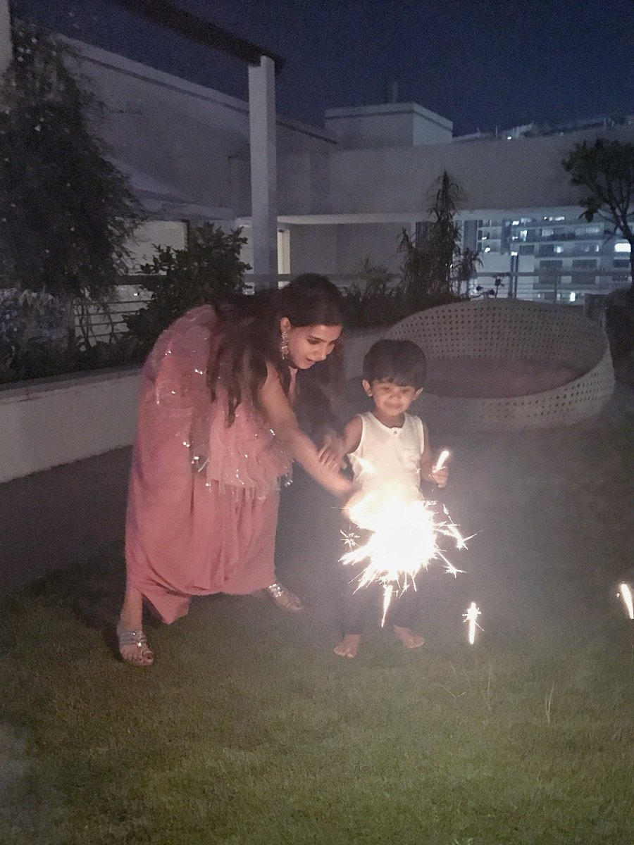 Ansh baby&#39;s first actual crackers session! #familytime #twobabies @Samanthaprabhu2   #HappyDiwali <br>http://pic.twitter.com/xUl5cl89jA