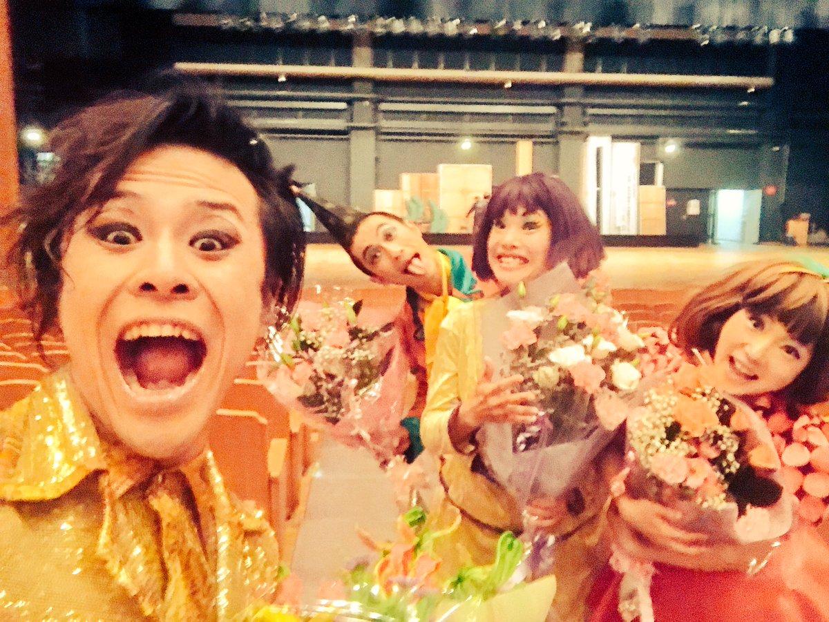 生駒高校、文化鑑賞会!1000名近い高校生&先生方、保護者の方、物凄い!盛り上がりの90分!!楽し過ぎてジーンとなりました。凄いよ、本当。また会いたい!!お花もありがとう