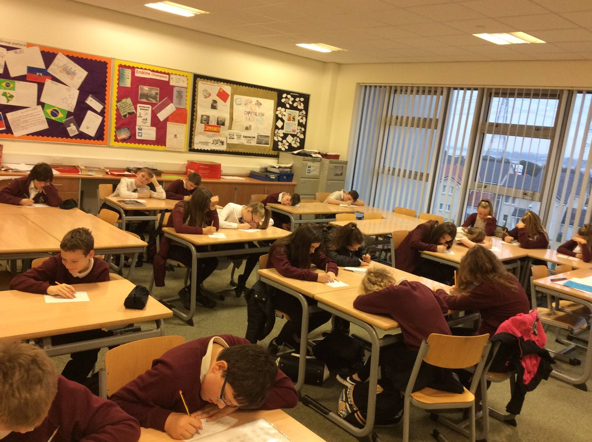 1E1 working hard in House Group this morning, we are thinking about ambition. #erskinechampions #ambition #aspire<br>http://pic.twitter.com/ENnFXYHsJm