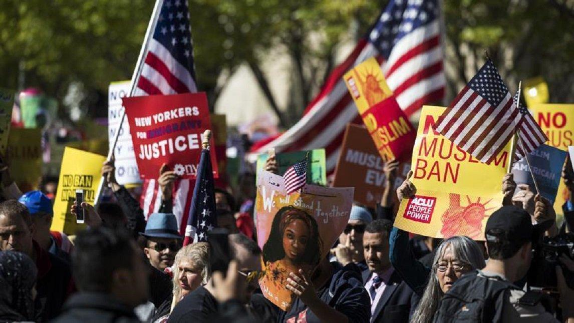 Hundreds protest against #US #Muslim tra...