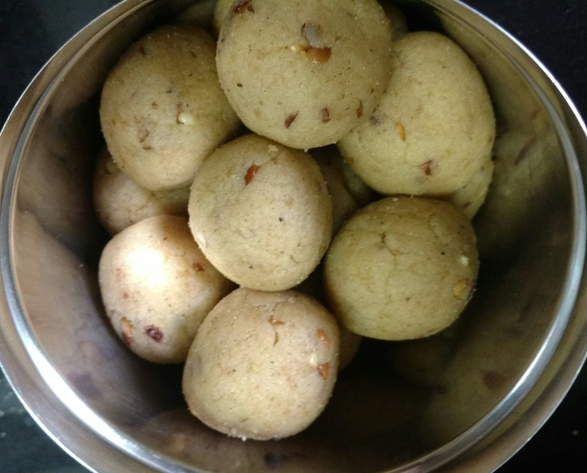 Laddus are healthy says #Ayurveda !!  Read #thread &amp; pls RT  Let everyone know how logical our festivals are   #SwasthaBharat  #HappyDiwali <br>http://pic.twitter.com/tKT6zONQ0O