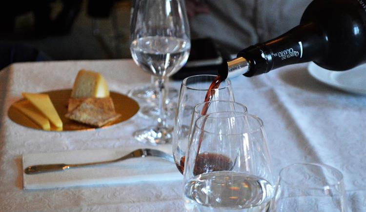 #Sociedade A ligação perfeita entre Vinho do Porto e queijos https://t.co/Zl9DvaC3Iq Em https://t.co/MDmhqgtnSp